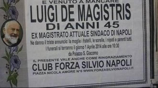Macabro pesce d'aprile: a Napoli muore De Magistris