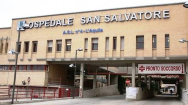 Neonato morto al San Salvatore, 14 medici indagati
