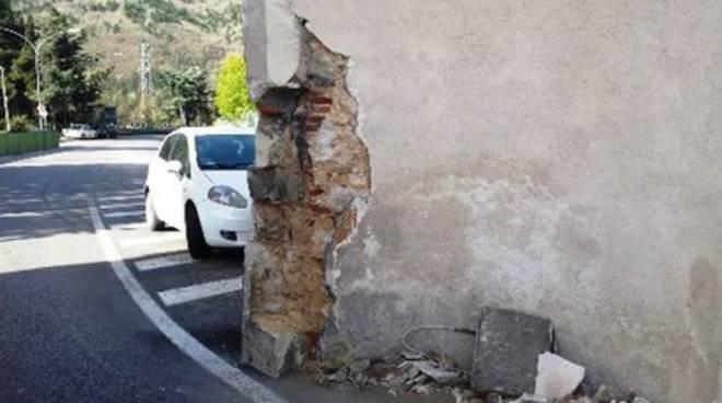 Porta Napoli danneggiata da un tir