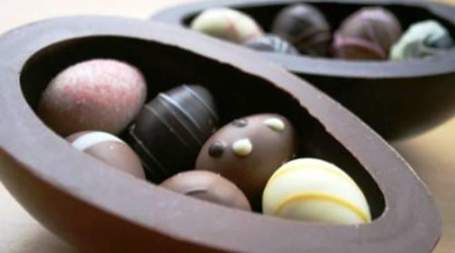 Uova di cioccolato rossoblù a Pasqua