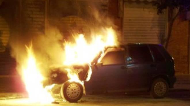 Auto in fiamme a Pescara