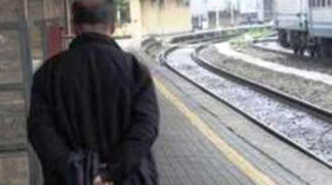 Bimbo travolto dal treno, dubbi e incredulità