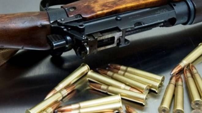 Furto di 12 fucili, pericolo mercato nero