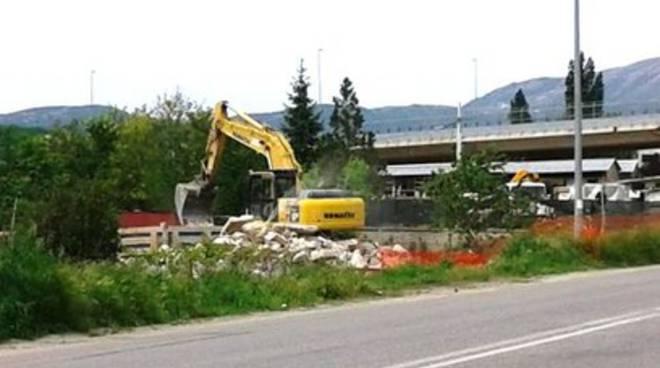 L'Aquila, demolizione a Pettino