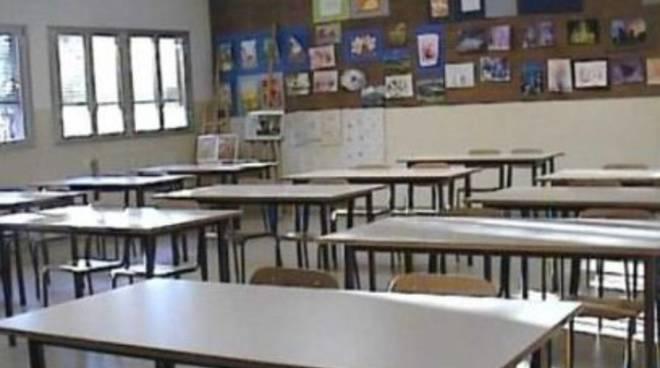 Perquisizione a scuola: maestra torna in classe, alunni restano a casa