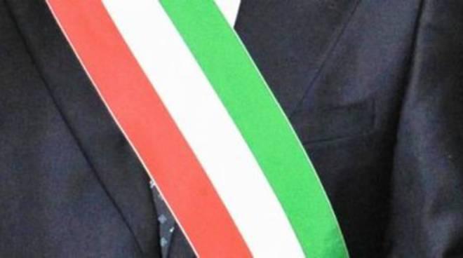 Brucchi indossa (di nuovo) la fascia tricolore