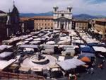 Il mercato a piazza Duomo