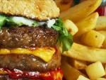 Dieta e crisi, aumenta consumo cibi supercalorici