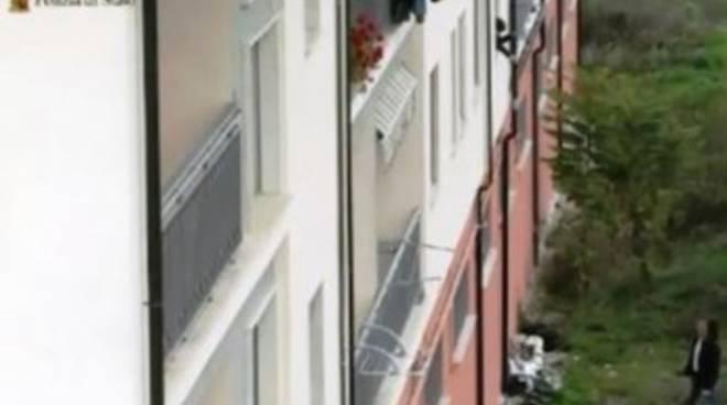 Eroina 'calata' dalla finestra, 38enne in carcere