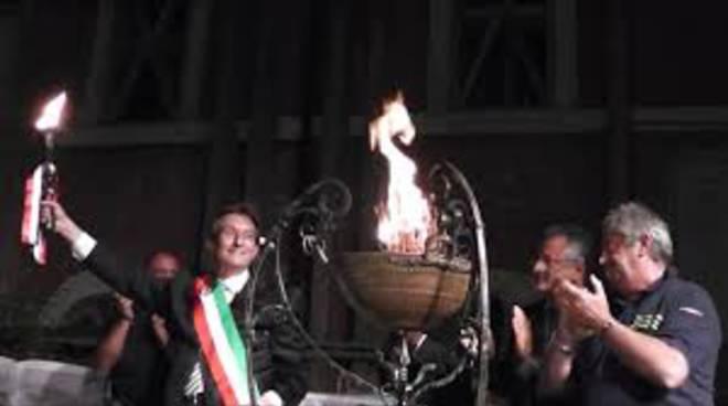 Perdonanza, a Piazza Duomo si accende il tripode della pace