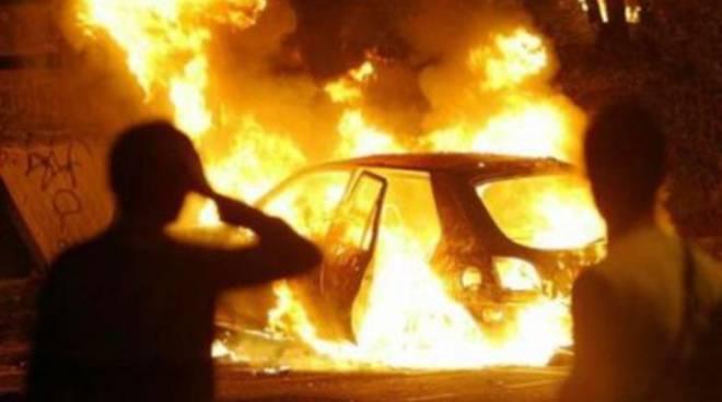 Avezzano, un'altra auto data alle fiamme