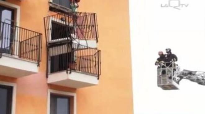 Crollo Cese: «Vietato uscire sui balconi»