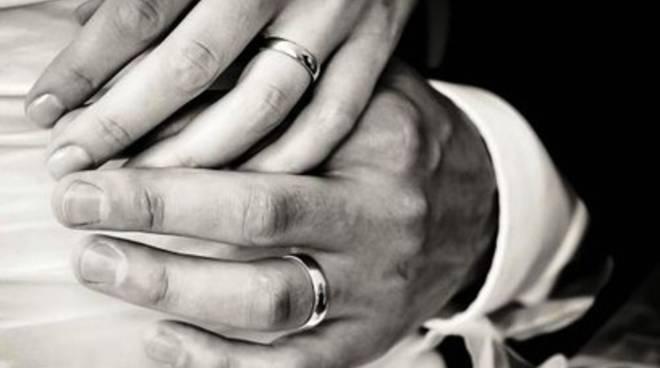 Fedi rubate, il matrimonio s'ha da fare