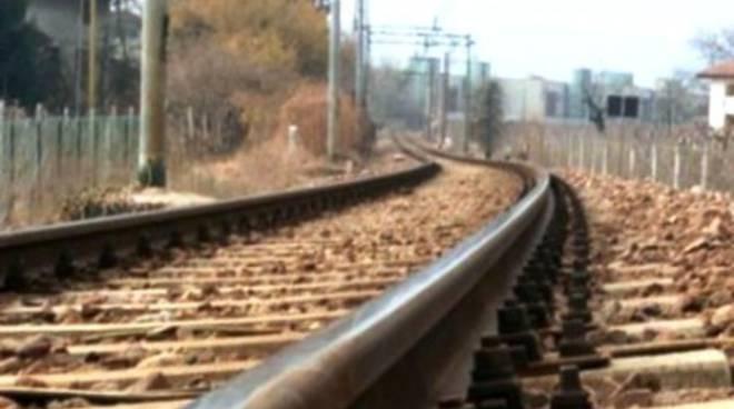 Giovane abruzzese travolto da un treno