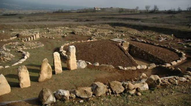 Necropoli di Fossa, ingresso gratuito per il passato