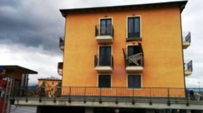 L'Aquila sigillata, 800 balconi 'sotto chiave'