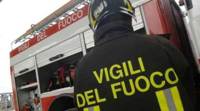 Auto a fuoco fra L'Aquila e Pescara, muore conducente