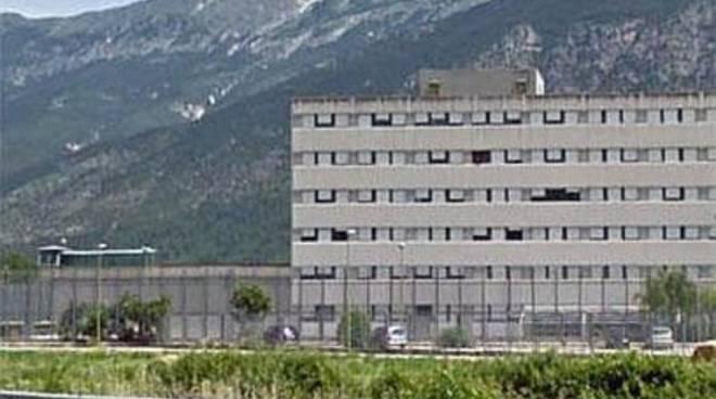 Carcere Sulmona, sit-in medici e infermieri