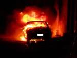 Città Sant'Angelo, due auto a fuoco
