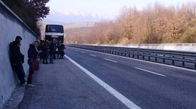 Disagi in autostrada, Arpa ferma e piena di fumo