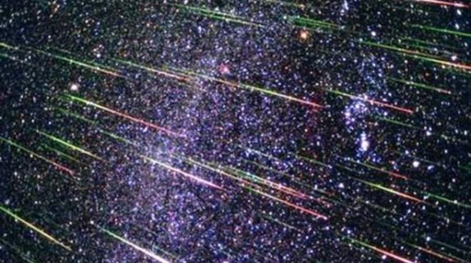 Nasi all'insù per le stelle cadenti di novembre