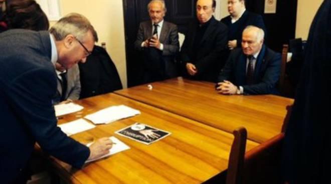 De Santis firmatario del progetto di legge popolare contro la corruzione