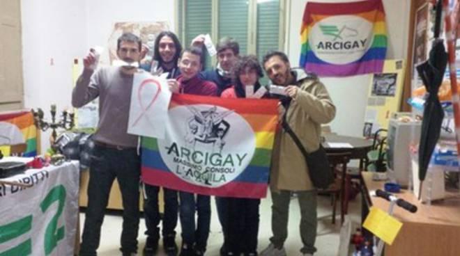 Giornata Mondiale Contro HIV, Arcigay Aq sfila in città