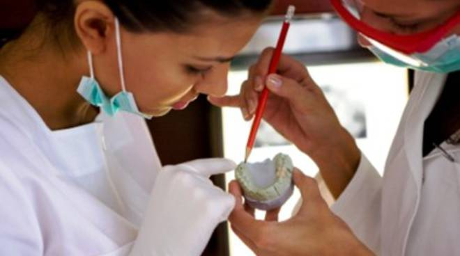 Sulmona, scoperto falso odontotecnico