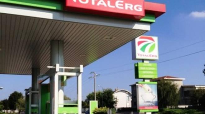Benzinaio in panne, utenti infuriati