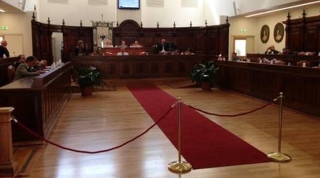 Consiglio comunale su legge L'Aquila Capoluogo
