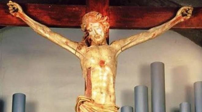 Marsica, crocifisso caduto: «Presto restauro»