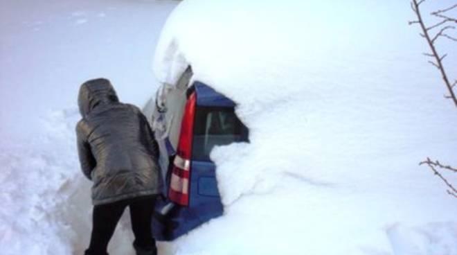 Maltempo, neve a quota 400 metri in Abruzzo