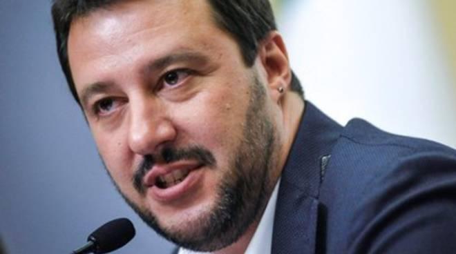 Salvini contestato a L'Aquila