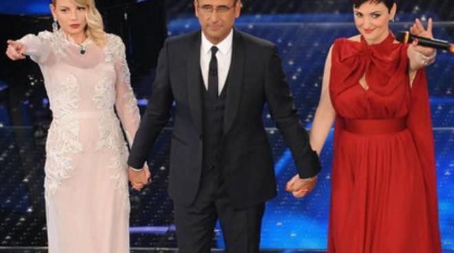 Sanremo: tutti i look di Arisa, Emma e le altre