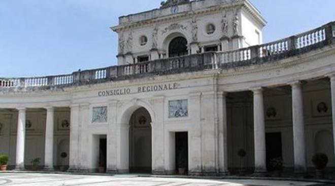 Consiglio d'Abruzzo al lavoro tra le polemiche