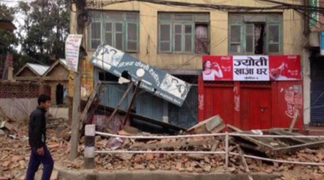 Forte terremoto in Nepal, palazzi crollati e vittime