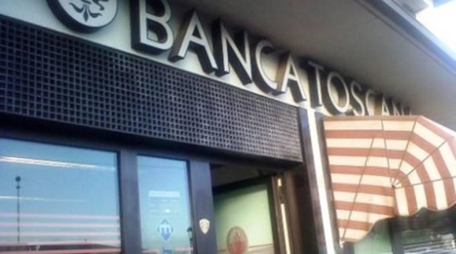 Paganica, rapinano banca armati di bastoni