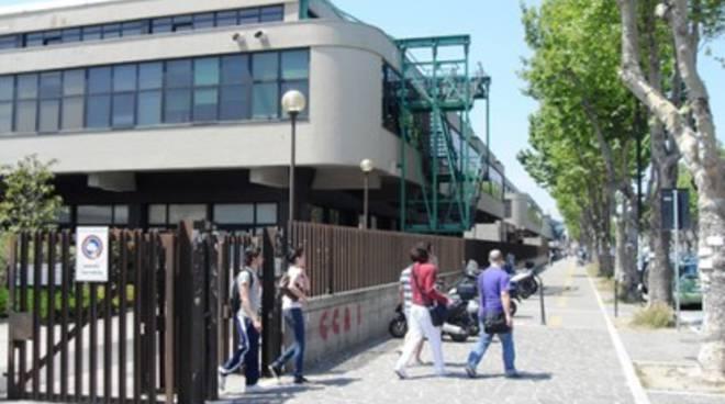 Università Pescara, crolla controsoffitto
