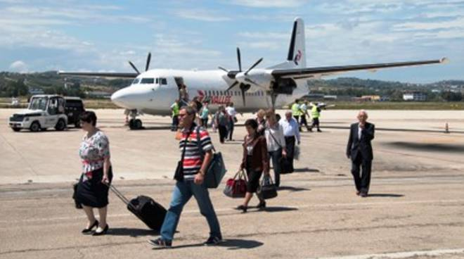 Aeroporto d'Abruzzo, 'bagno dell'angelo' per primo volo da Tirana