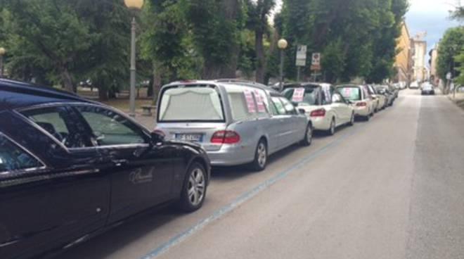 Marcia funebre di protesta all'Emiciclo