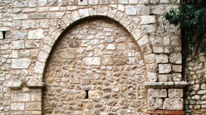 Mura civiche, (ri)scoperte Porta S.Lorenzo, Porta Lucoli e...