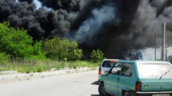 Trasacco, 200 pneumatici a fuoco