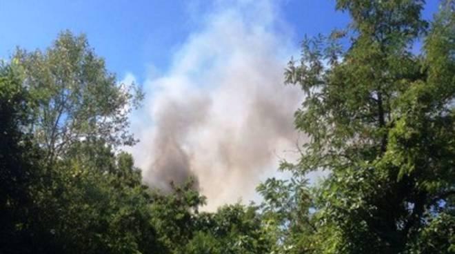 Discarica a fuoco nel Chietino, sindaco e M5S in Procura