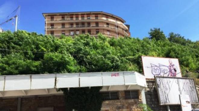 L'Aquila, demolizione sul Colle di Belvedere