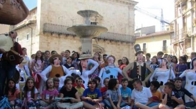 Paganica, i bambini (ri)scoprono la piazza