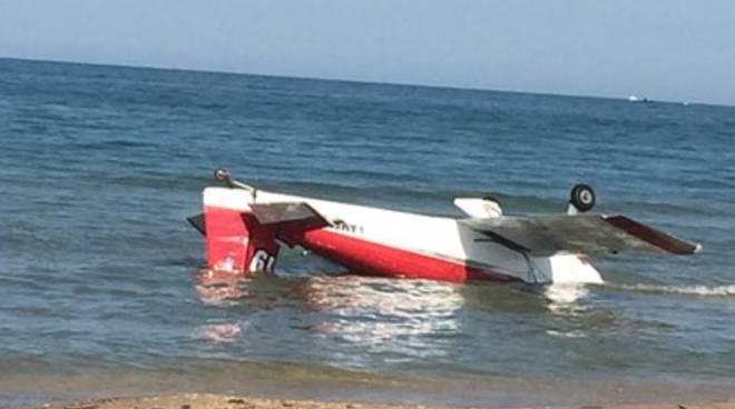 Scontro tra 2 aerei, autopsia pilota: «Ipotesi annegamento»