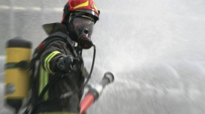 Tir in fiamme sull'A24