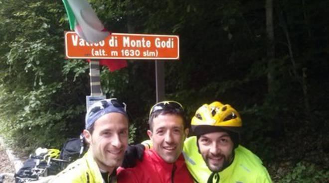 Tre aquilani esplorano l'Abruzzo in bici