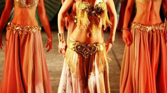 Avezzano, danze orientali in piazza Risorgimento