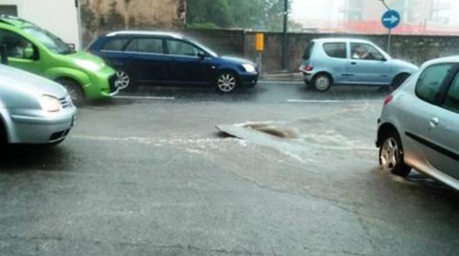 Diluvio a L'Aquila, strade allagate e disagi
